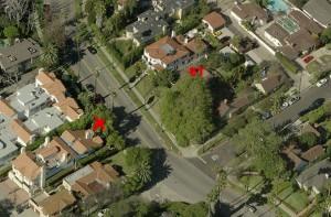 Von S nach N geblickt: X = Tatort. Gleichzeitig die Stelle, an der Elsie Tistaert den Akita beobachtete ET = Haus von Elsie Tistaert (Zum Vergößern auf Bild klicken)