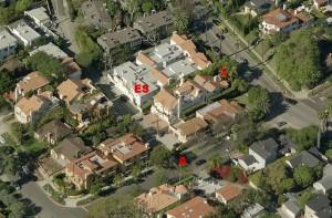Von S nach N geblickt: X = Tatort A = Mutmaßlicher Aufenthaltsort des Akita laut Eva Stein ES = Wohnung von Eva Stein (Zum Vergrößern auf Bild klicken)