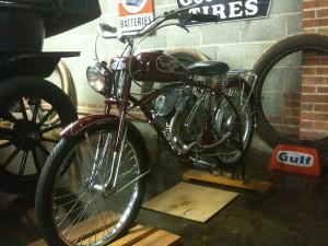 """Whizzer """"Pacemaker"""" Baujahr 1952: Eigentlich ein Fahrrad mit Motor. Foto © von Russ Davis"""